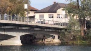 Flüchtlinge unter der Brücke